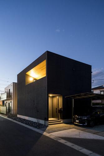 黒を基調とした家(ロジックアーキテクチャ)